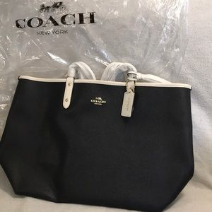 NEW COACH bag black/chalk & White attached Purse